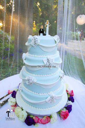 beautiful-blue-wedding-cake