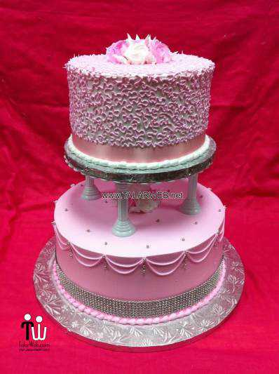 beautiful-white-and-pink-wedding-cakes