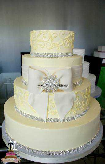 beautiful-white-wedding-cakes-with-bling