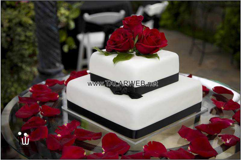 cake-boss-wedding-cakes-with-red-flowers