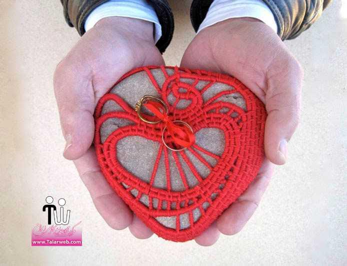 crocheted ring bearer pillow red heart.full  - مدل های زیبای انگشتر و حلقه عروس