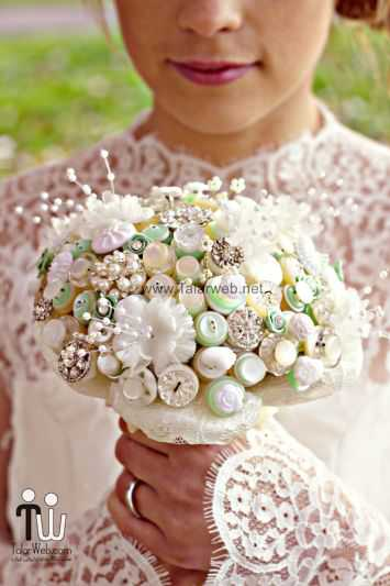 ivory-pearl-celery-wedding-bouquet-of-buttons.full