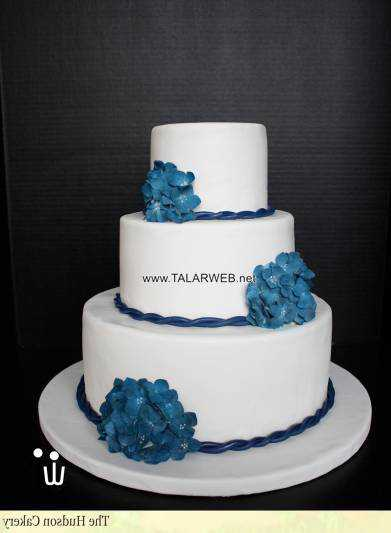 navy-blue-and-gold-wedding-cake