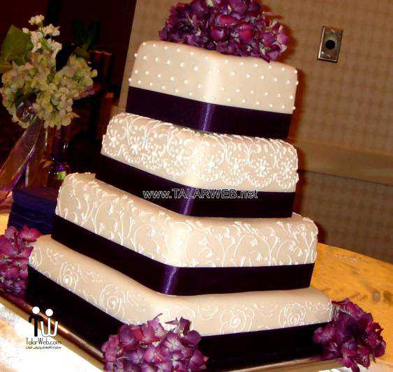 purple-fall-wedding-cakes