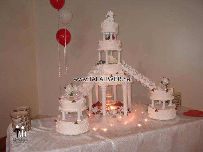 red-and-white-wedding-cakes-with-fountains