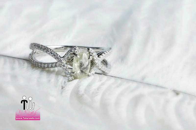 rough diamond engagement ring with pave diamonds settin.full  - مدل های زیبای انگشتر و حلقه عروس ۱
