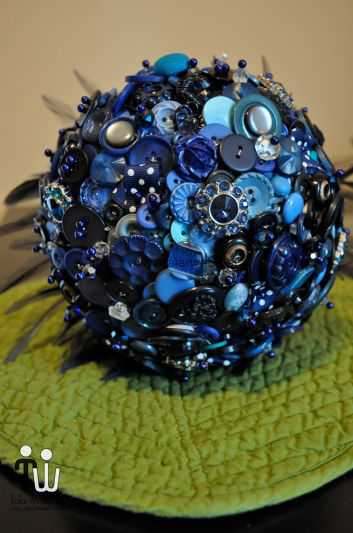 something-blue-button-and-brooch-wedding-bouquet.full