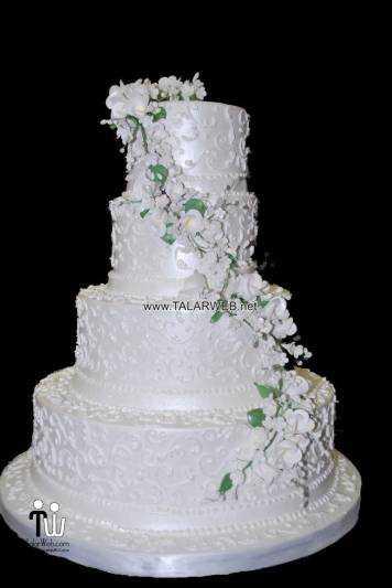 square-wedding-cake-flowers