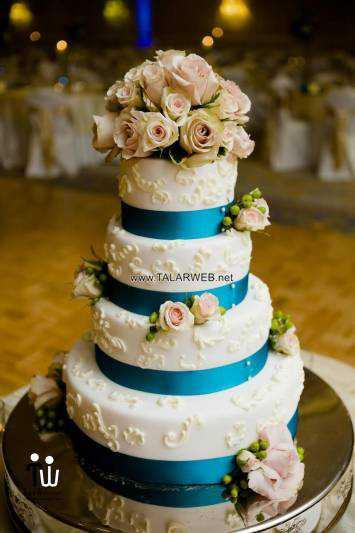 traditional-blue-wedding-cake