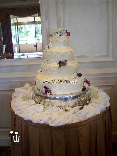 traditional-buttercream-wedding-cake