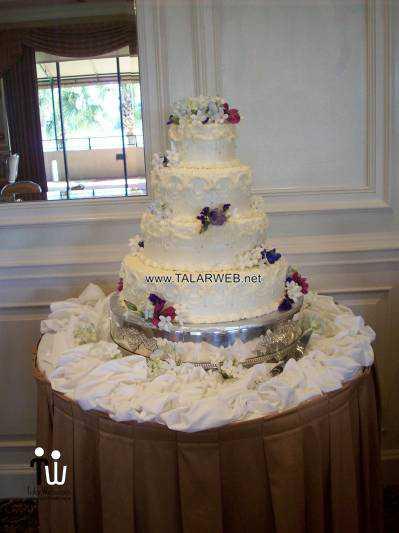 traditional-buttercream-wedding-cake