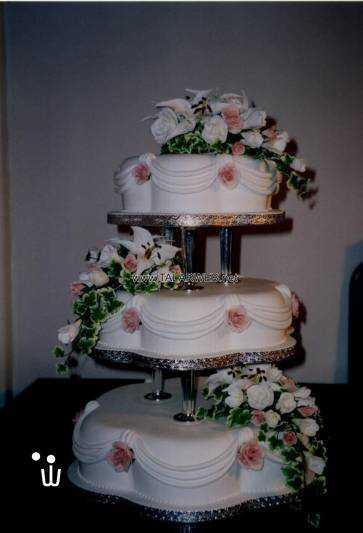 traditional-wedding-cake-pillars