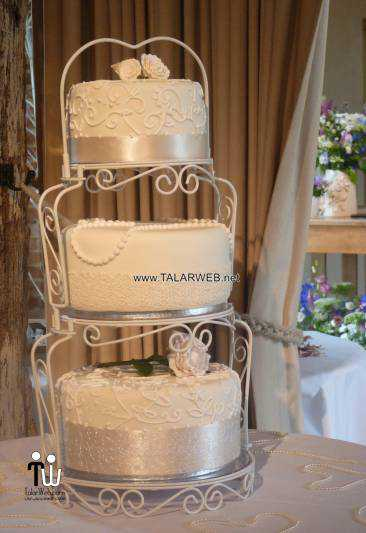 vintage-wedding-cakes-with-pearls