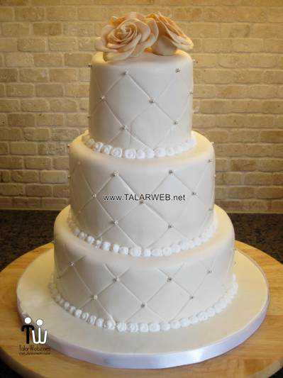 wedding-cakes-with-bling-and-flowers