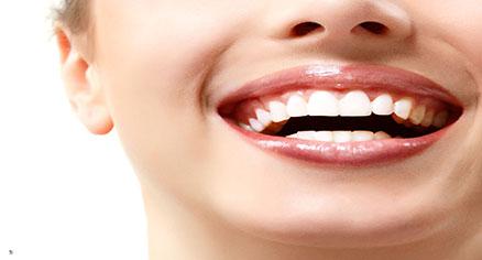 روش هایی برای داشتن دندان هایی سفیدتر